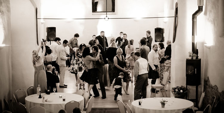 Wedding Entertainment Tips for Younger Guests