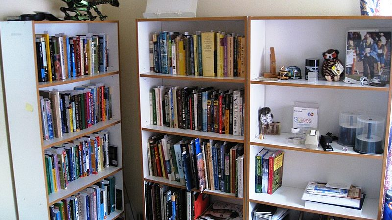 How the Way You Display Your Books Impacts Your Interior
